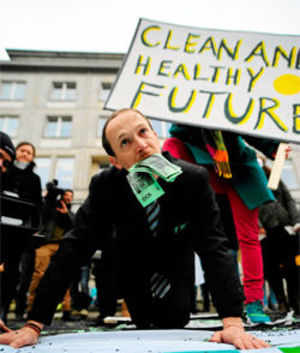 A Greenpeace activist protests on Monday in front of the Polish economy ministry headquarters building against the World Coal Summit and the 19th conference of the United Nations Framework Convention on Climate Change (COP19) in Warsaw. (Reuters Photo)