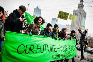 Enviromental activists march demanding more climate saving actions during the United Nations Climate Change conference in Warsaw. (AFP photo)
