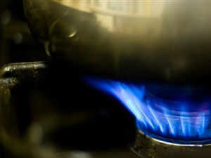 Cooking gas prices are expected to rise about Rs 15 per cylinder after assembly elections as the oil ministry has agreed to review delivery charges.