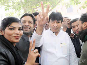 In Ballimaran constituency, Congress power minister and four-time sitting MLA Haroon Yusuf continued to trail for the initial few hours with AAP and BSP candidates cutting heavily into his Muslim vote share. It was finally in the 12 round (out of total of 17) that Yusuf managed to wrest the lead and ended as a winner with 32,105.