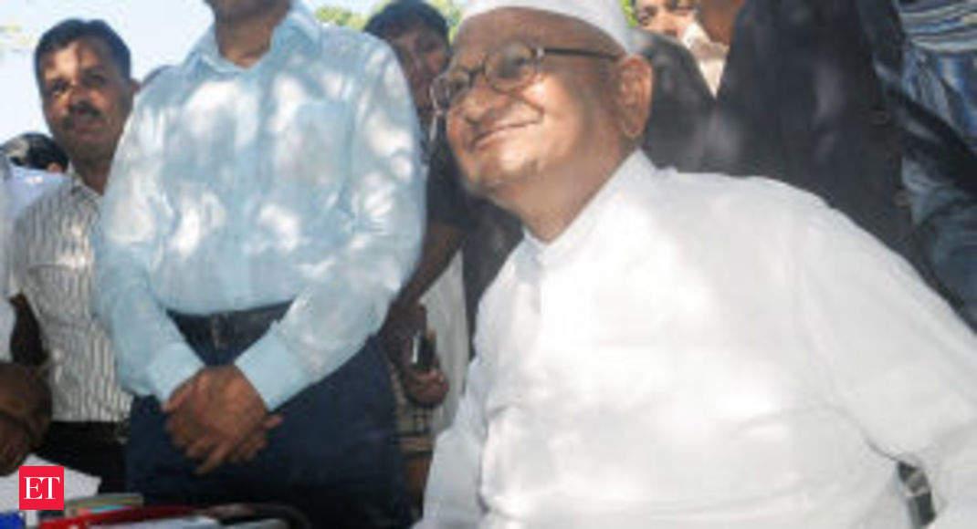Anna Hazare starts fast for Jan Lokpal Bill