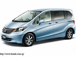 Honda plans to take on the country's best-selling multi-purpose vehicle Toyota Innova by driving in a second utility vehicle in 2016.