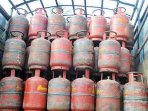 The oil ministry is transferring cash subsidy for cooking gas in bank accounts of more than 10% of all customers in Delhi and Mumbai.