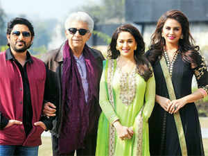 The plot, with many interesting twists, is about the irrepressible team of crooks, Khallu and Babban (Naseeruddin Shah and Arshad Warsi respectively). When these two arrive in Mehmudabad, Naseer finds himself magnetically drawn to the local heiress, Begum Para (Madhuri Dixit Nene).