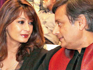 Sunanda Pushkar says she posted messages of 'ISI agent' Pak journo Mehr Tarar on his Twitter handle.