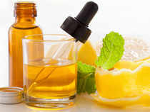 Menthaoil prices fell toRs769.90 per kg in futures trade as speculators indulged in profit-booking amid subdued spot demand.