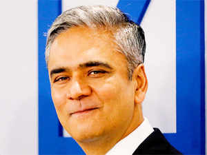 Deutsche Bank AG on Thursday said its board of directors backs its co-chief executiveAnshuJain, dismissing reports of replacingJain.
