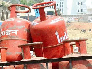 Cooking gas distributors today deferred their indefinite strike after assurance by oil marketing companies to look into their grievances