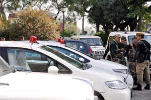 J&K lawmakers seek doing away with VIP red lights