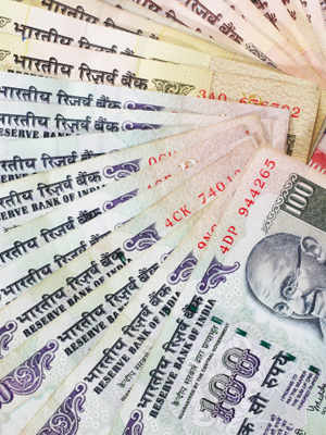 The Reserve Bank of India extended the deadline of exchanging soiled currency printed before 2005 to January 1, 2015, from July this year.