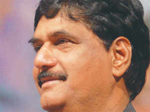 Gopinath Munde has been the boss of Beed for a long time – won the past three LS polls from here – till his nephew Dhananjay rebelled against him.