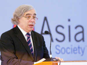 "US and India could resolve differences over civil liabilities in nuclear law by adopting an ""insurance"" type of approach, US energy secretary Ernest Moniz said."