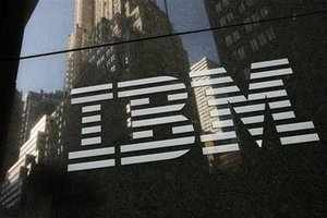 IBM is in active talks with India's mobile phone carriers for implementing data analytics tools to help service providers get more revenue out of existing customers.