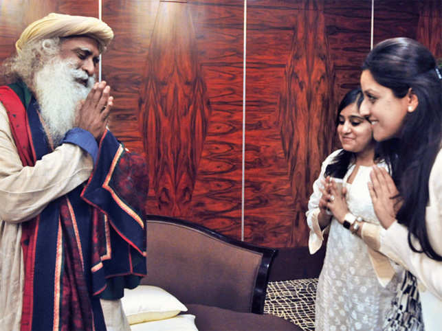 How can corporate India cope with pressure? Why play golf? What makes India tick? What about that beard? Spiritual leader Sadhguru Jaggi Vasudev sits down for a weighty and playful conversation with two young CEOs.
