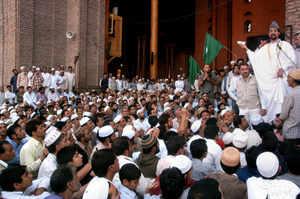 Chairman of All Parties Hurriyat conference Mirwaiz Umar Farooq addresses in Srinagar. (PTI)