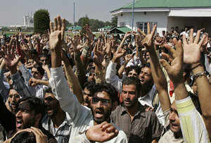 Students of Kashmir University raise their arms while shouting pro-freedom slogans during a protest in Srinagar. (Reuters)