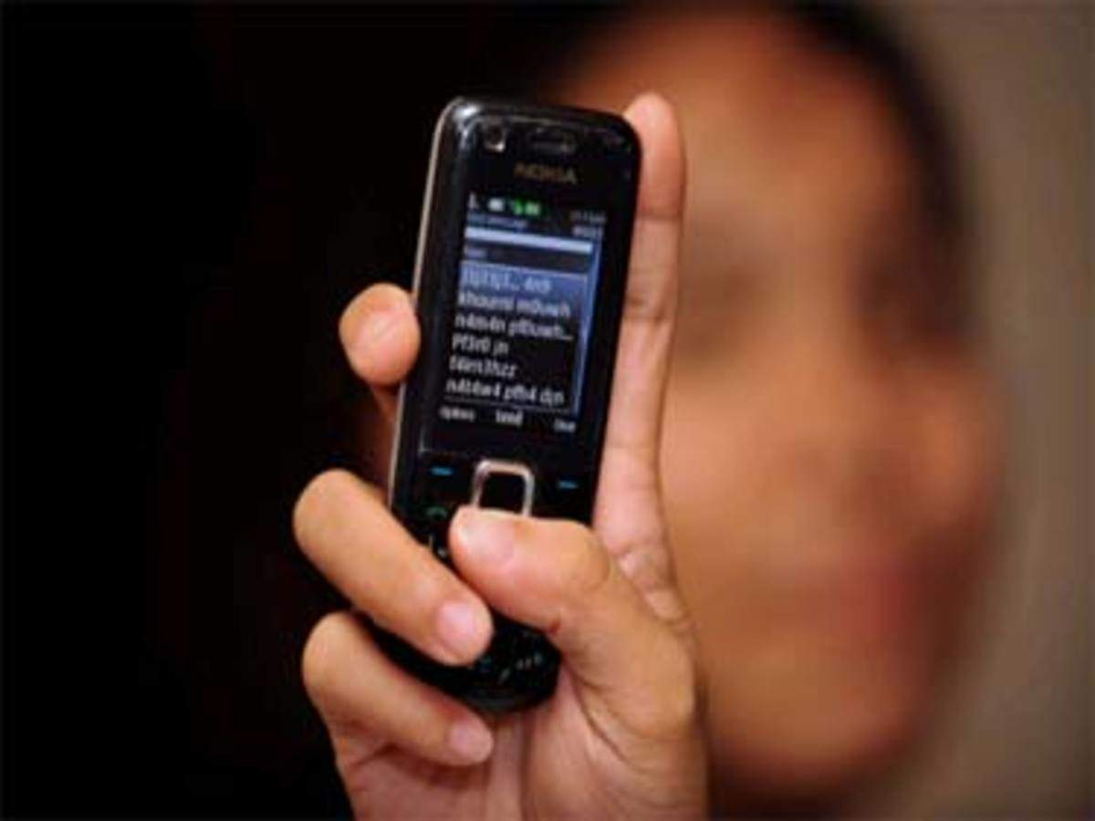 Telemarketers take WhatsApp route for bulk SMSes - The Economic Times