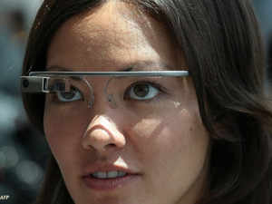 cientists have developed a new system to project the sign language narration onto several types of glasses - including Google Glass, opening a universe of opportunity for deaf people.