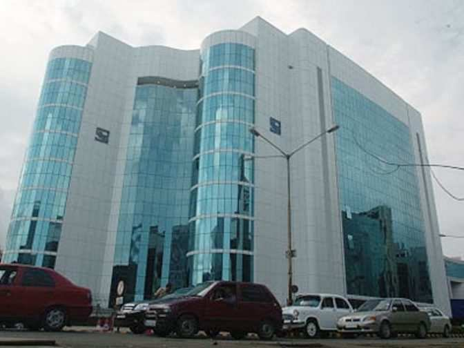 Solar Powered Office Buildings : Dlf follows gujarat model to install solar panel on