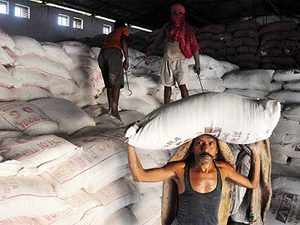 Wholesale merchants and dealers say that given a chance they can sell pulses in the retail market at prices 40% lower than the prevailing level.