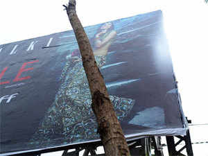 Outdoor advertising industry experts sayhoardingsand billboards are becoming an increasingly popular mode of investment for individuals with a fewlakhsat their disposal.