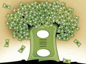 Experts estimate that e-comm cos will spend about Rs 900 cr on advertising over the next 12 months, nearly trebling the amount spent last year.
