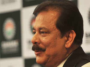 The Supreme Court today asked the Delhi government to explore a venue withinTiharjail complex whereSubrataRoy can hold negotiations with buyers of his properties