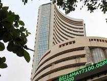 Formerfavouritessuch as SunPharma, ITC,IDFC,TCS,HUL,HDFCandLupinhave prevented benchmarksSensexand Nifty from being pulled down.