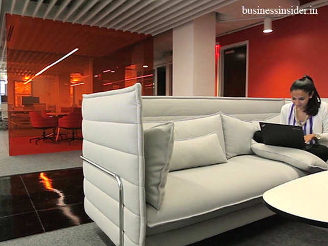New York consulting firm Gerson Lehrman Group created a desk-free space for its 250 employees that helps them be at their productive best.