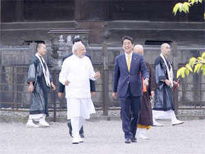 PM Modi with his Japanese counterpart Shinzo Abe at the Toji temple premises.