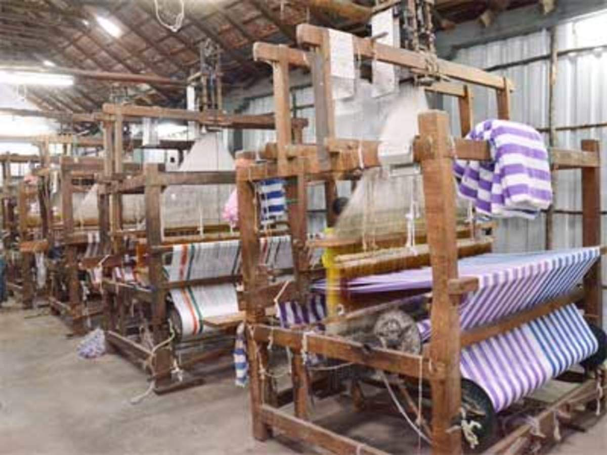 India plans to open handloom stores abroad - The Economic Times