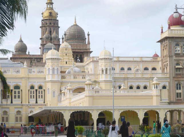 Bangalore Mysore Palace is well illuminated duringDasaraas the MysoreDasaraFestival takes place.