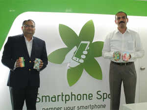 Spice Retail has unveiled its first 'Smartphone Spa', a concept where users can buy skins and other accessories as well as get repairs done.