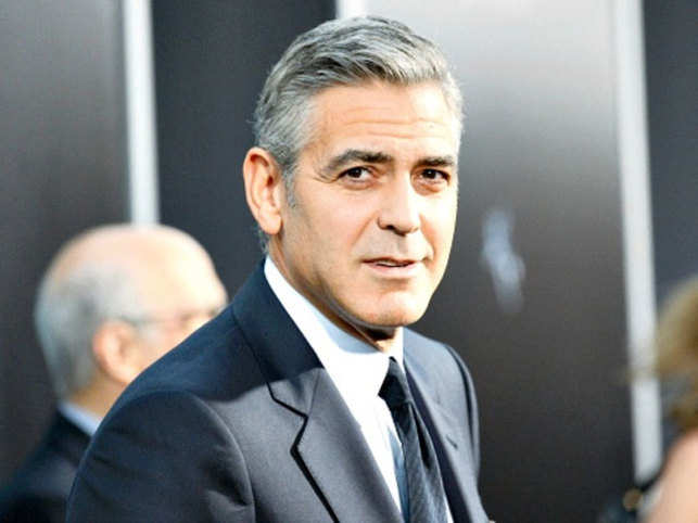 Newly wedded superstar George Clooney is reportedly throwing a party in Buckinghamshire next week to celebrate his marriage.