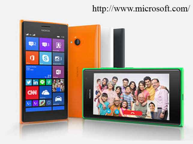 The Lumia 720 has a 5MP front camera with a 24mm wide angle lens — this means you can fit more people into one frame.
