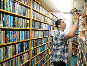 In age of Kindle, printed books retain appeal among readers
