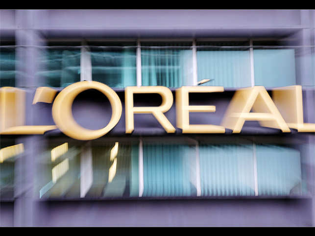 Book on modern cosmetic dermatology by L'oreal - The