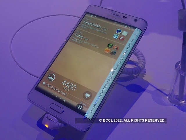 AP Review: Standout features of Galaxy Note Edge, Motorola Droid