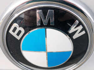 Bmw Revives Wireless Charging To Reduce Electric Car Hassles The
