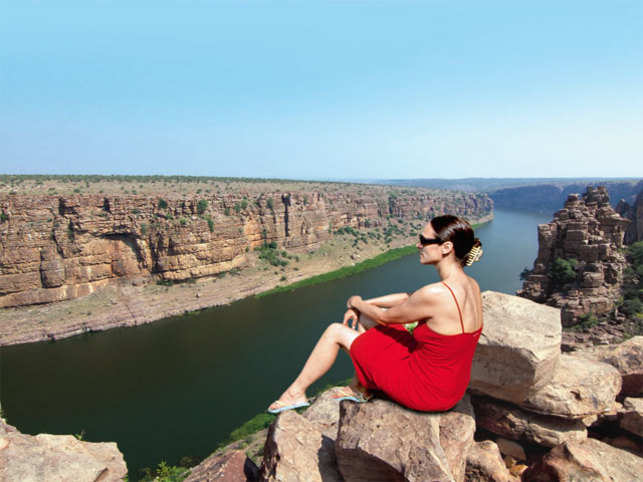 Located 15 kms from Jammalamadugu, Gandikota is a village on the bank of the River Pennar. Tourists often refer to it as the hidden Grand Canyon.