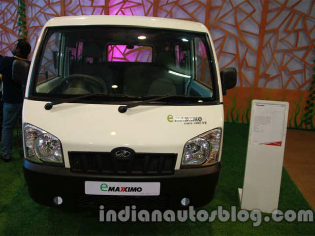Mahindra Maxximo Will Now Ferry Tourists To Taj Mahal Mahindra