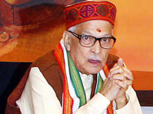 Murli Manohar Joshi today claimed that Chief Minister Jitan Ram Manjhi would be able to sail through the political crisis in Bihar.