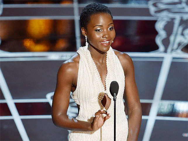 lupita nyong'o has an oops moment on oscar stage - the economic times
