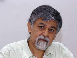 The Centre needs to be cautious regarding the treatment of surplus land while moving towards coporatisation of state-owned ports, said Arvind Virmani.