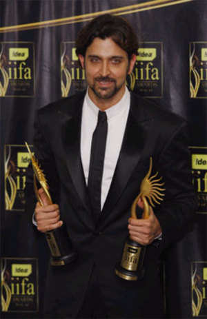 Hrithik, Priyanka win Best Actors  at 10th IIFA