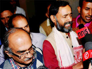 RPI(A) chief Ramdas Athawale today invited the Aam Aadmi Party's founding members Prashant Bhushan and Yogendra Yadav to join his party.