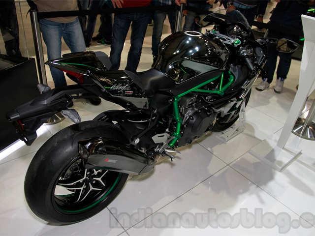 The Ninja H2 Is Shod With 12070 Tyres Kawasaki Ninja H2