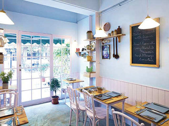 Villa Vandre is a cafe that's born out of love for food and seeing other people enjoy it. And that's exactly what you'll do there too.