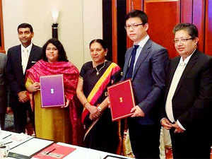The Gujarat government today said that a Chinese investment firm has signed a deal to set up a textile park near the industrial town ofSanand.
