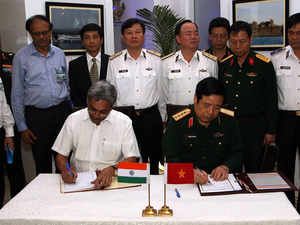 Boosting ties, Defence Ministers of India and Vietnam on Monday signed a Joint Vision Statement ondefencecooperation for 2015-2020.